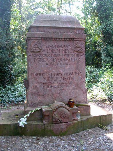 CNagrobek Wilhelma Meyera na Cmentarzu Centralnym w Szczecinie
